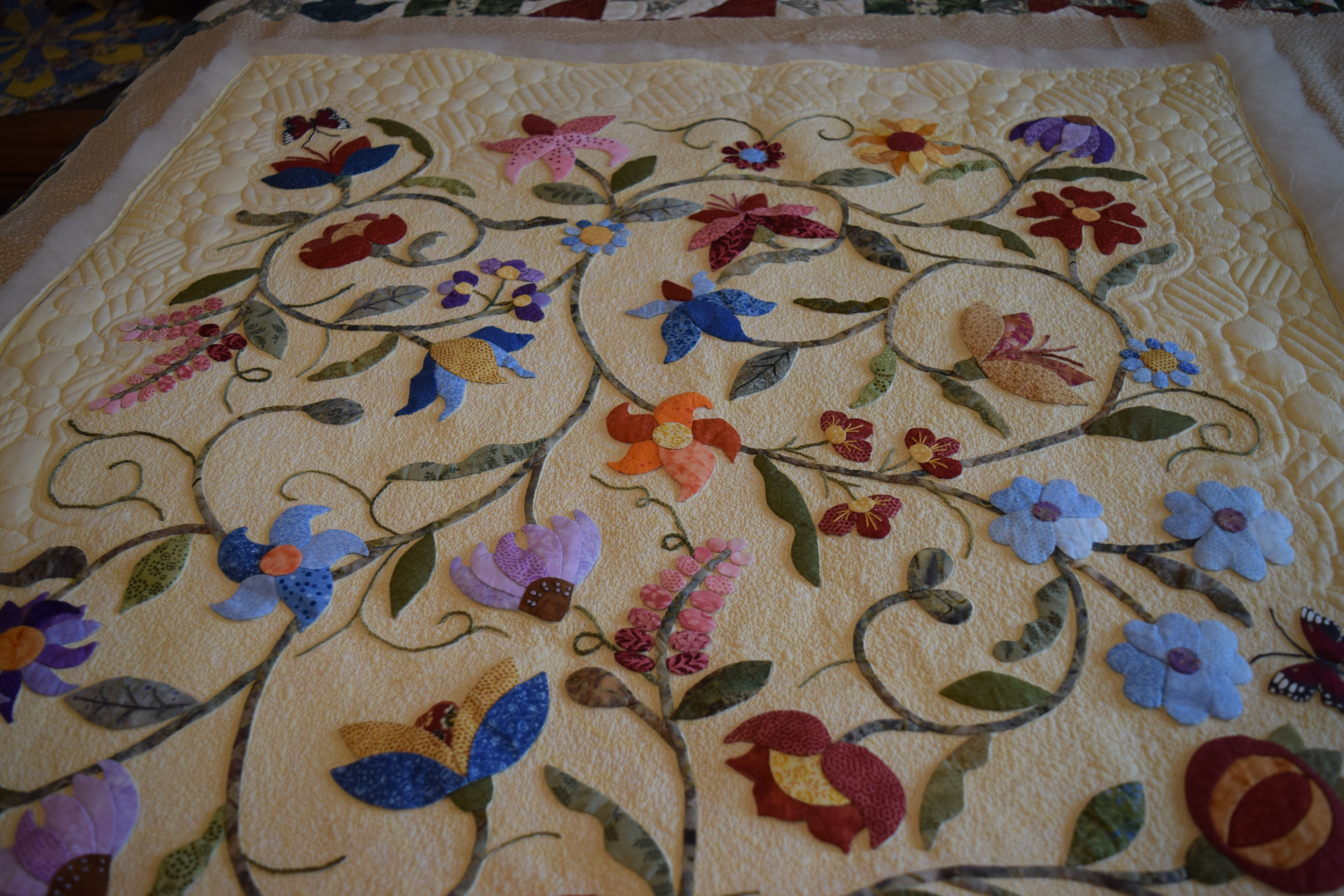 Joyce fratini used a accuquilt rose of sharon die for the